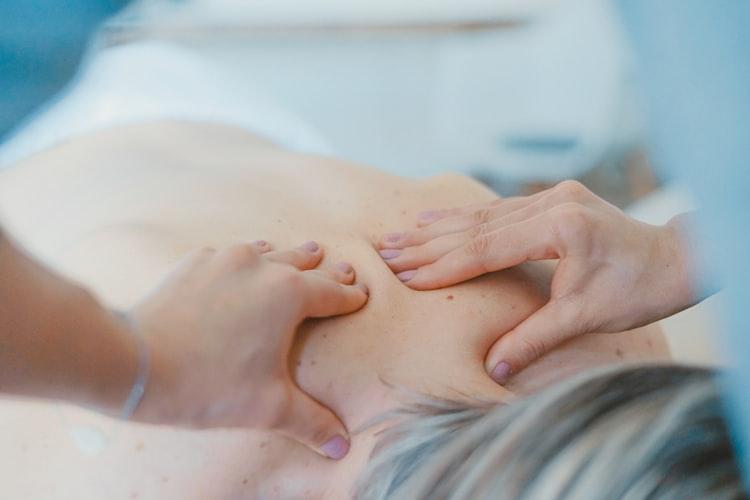 Le massage corporel pour notre relaxation.